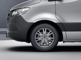 Sprinter Chassis Cab, 43.2-cm (17-inch) light-alloy wheels